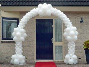 Bruids ballonnenboog bruiloft