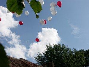 De ballonnen vliegen weg