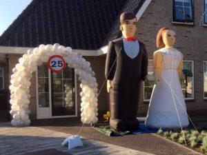 Ballonnenboog bruidspaar